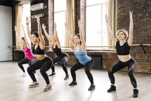 Tabata ist ein hochintensives Intervalltraining. Diese Trainingsmethode eignet sich für alle, die Körperfett reduzieren und ihre allgemeine Ausdauer verbessern möchten.